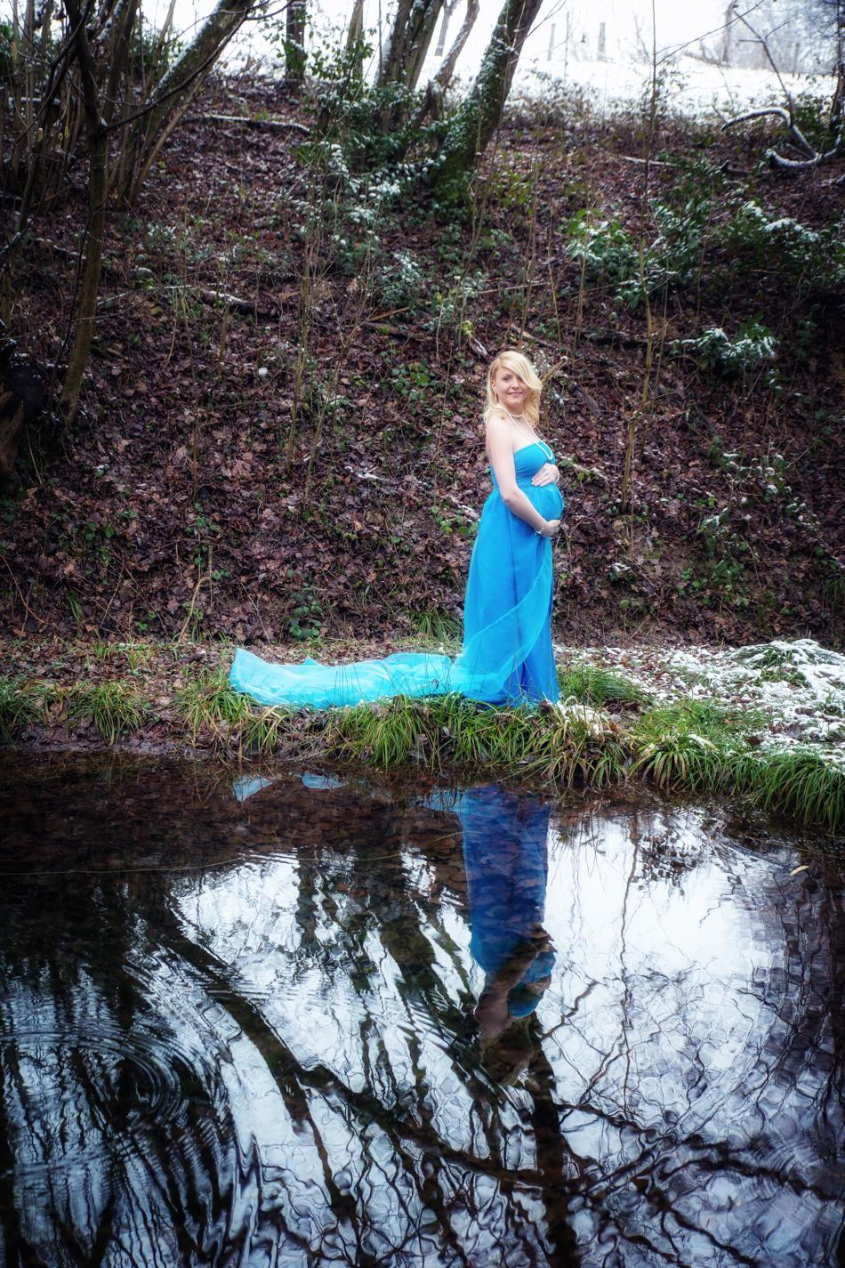 Schwangerschaftsshooting-Babybauchfotos-Fotograf-Basel-Loerrach-Rheinfelden (2 von 3)